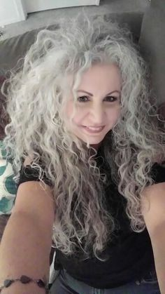Curly Silver Hair, Silver White Hair, Long Gray Hair, Love Hair, Great Hair, Grey Hair Journey, Grey Hair Inspiration, Gray Hair Growing Out, Beauty Full Girl