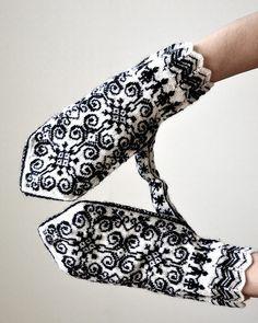 designed by toshiyuki shimada. Knitted Mittens Pattern, Fair Isle Knitting Patterns, Knitting Blogs, Crochet Gloves, Knit Mittens, Knitting Charts, Knitting Stitches, Knitting Designs, Knitting Socks