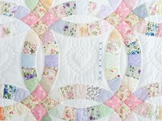 Beautiful wedding ring quilt with pastel colored fabrics