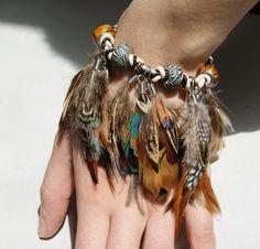 Tribal Feather Bracelets. ______________________________ Brazalete tribal de Plumas. #feather #tribal #bracelet