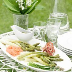 Asparagus with sesame sauce - Parsaa ja seesamikastiketta, resepti – Ruoka.fi