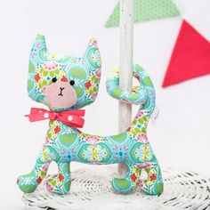 The curly rattle kitty is one of our most popular products, enjoying an almost iconic status, as it is an exciting baby toy and sophisticated room decoration at the same time. On special request we can make them without rattle. Curly Cat, New Moms, Baby Toys, Baby Shower Gifts, Dinosaur Stuffed Animal, Unique Gifts, Kitty, Babies, Gift Ideas
