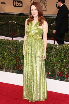 WHO: Julianne Moore WHAT: Presenter WEAR: Givenchy dress; Chopard jewelry.