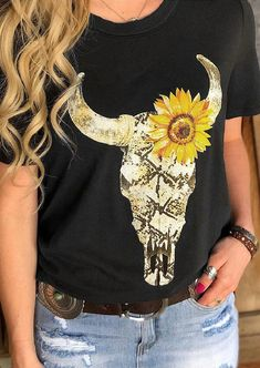 Steer Skull Sunflower T-Shirt Tee without Necklace - Black - Fairyseason Country Shirts, Country Outfits, Western Outfits, Western Wear, Western Style, Country Style, Home T Shirts, Tee Shirts, Tees