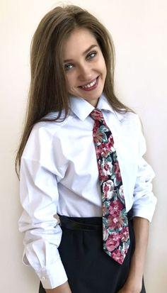 Women Wearing Ties, Women Ties, Neckties, Great Hair, Androgynous, School Uniform, Dress Shirts, Hair Looks, Floral Tie