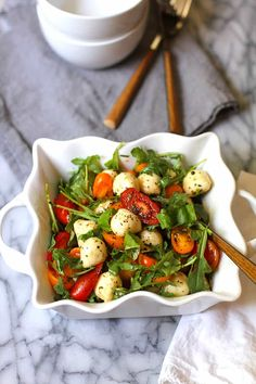 Arugula Caprese Salad is THE perfect summer salad. Fresh arugula, cherry tomatoes, red onion, and basil, combined with marinated mozzarella balls and a balsamic vinegar dressing. Ensalada Caprese, Caprese Salat, Caprese Salad Recipe, Arugula Salad Recipes, Healthy Salad Recipes, Tomato Basil Salad, Tomato Mozzarella Salad, Fresh Mozzarella Balls Recipe, Fresco