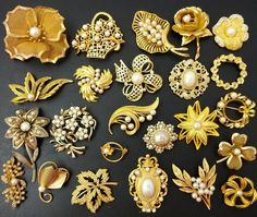 's Brooch Bouquet Gold Ring Designs, Gold Bangles Design, Gold Jewellery Design, Gold Jewelry, Jewelery, Wedding Brooch Bouquets, Necklace Set, Hair Pins, Brooches