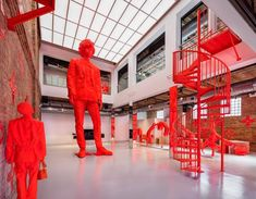 To celebrate his fall 2019 collection for Louis Vuitton, the brand has created a West Loop pop-up designed by Abloh. And it's neon orange. Virgil Abloh Louis Vuitton, Suits Direct, Orange Accessories, Day Glow, Event Themes, Museum Of Contemporary Art, Fulton, Streetwear Brands, Pop Up Stores