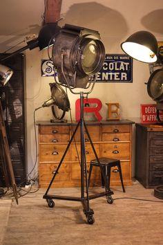Industrial Lighting, Vintage Lighting, Cool Lighting, Industrial Style, Lighting Design, Palette Deco, Man Cave Furniture, Lamp Inspiration, Vintage Industrial Furniture