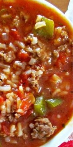 This easy Stuffed Pepper Soup has all the flavors of stuffed peppers but in a soup. Ground beef, green pepper, onion, tomato soup, broth and seasonings! I love stuffed peppers. I loved them as a kid and I love them now. I still like my stuffed peppers the Crock Pot Recipes, Healthy Soup Recipes, Cooker Recipes, Chicken Recipes, Vegan Recipes, Recipe Chicken, Healthy Chicken, Super Food Recipes, Homemade Dog Food
