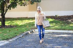 Ripped Jeans - Tan Pullover