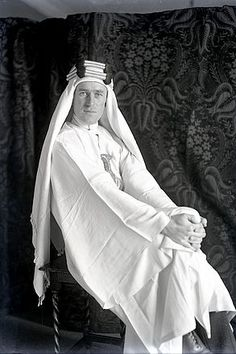 Lawrence of Arabia by Lowell Thomas in his London flat with street clothes showing.