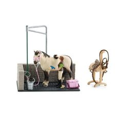 Buy the Schleich Horse Wash Area at MiniZoo. Home to Schleich's farm playsets, accessories, horse figurines and toys. Schleich Horses Stable, Horse Stables, Figurine Schleich, Bryer Horses, Toy Barn, Toys R Us Canada, Horse Accessories, Tractor Supplies, Sylvanian Families