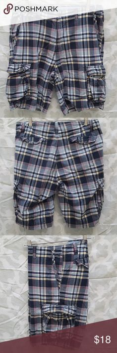 Mens Nautica Plaid Urban Cargo Shorts For sale is a used pair of Mens Nautica Plaid Urban Cargo  Shorts. They are a mens waist size 34  Material: 100% Cotton  Shorts are in good condition just normal wear and may have if any minor pilling but still has lots of life in them. Colors are black, grey, red, white, yellow  Offers welcomed using offer button.   NO TRADES.  NO LOWBALLING. Nautica Shorts