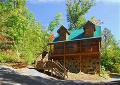Beary Nice - 1 Bedroom -This romantic getaway has a cozy fireplace and a game room in on the loft for some fun times! Pool table, arcade, flat screen TV, and much more! #honeymoon #cabin