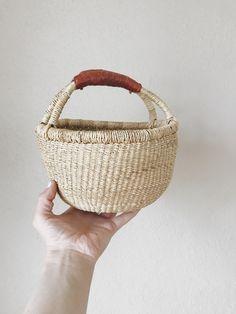 minimalist easter basket ideas for little girls - redeemed sarah Baby Easter Basket, Easter Baskets, Market Baskets, Toddler Gifts, Basket Ideas, Happy Easter, Happy Holidays, Little Girls, Minimalist