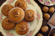 If you like dried fruits we have an excellent recipe to present to you, walnut muffins! They are quite tasty and have a fantastic presentation! A Food, Good Food, Food And Drink, Walnut Kernels, Muffins, Portuguese Recipes, No Bake Desserts, Snacking, Kabobs