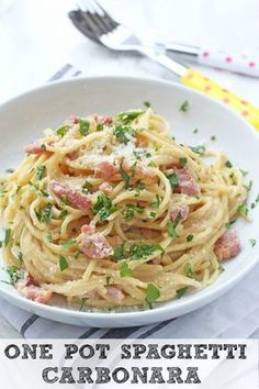 A delicious and super easy recipe for Spaghetti Carbonara, all cooked together in one pot. This tasty family meal takes just 15 minutes to prepare and cook, perfect for busy evenings when you don't have a lot of time to spend in the kitchen!