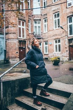Weekend in Warsaw, Poland with Ecolines | dr martens, black puffer, outfit, look, blond girl, dr martens cherry, dr martens 101, dr martens cherry outfit, dr martens outfit, dr martins 6, dr martens and puffer outfit, winter outfit