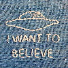 New Embroidery Patches Aesthetic Ideas Embroidery Patches, Cross Stitch Embroidery, Hand Embroidery, Salopette Jeans, Pin And Patches, Needle And Thread, Diy Clothes, Needlework, Creations