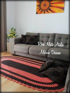LINDO!! Ele vai deixar o ambiente da sua casa ainda mais aconchegante! <br>Um tapete ajuda a tirar qualquer ambiente da mesmice. <br>Ele pode ser feito em uma única cor ou nas cores da sua preferência. <br> <br>Tamanho 1,00 X 2,00 <br>Duvidas clique em contatar vendedor.