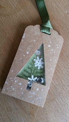 Hallo Ihr Lieben!     Heute habe ich einen Weihnachtsanhänger für Euch.     Wie Ihr sehen könnt, sind die kleinen Pailletten   und Eiskris...