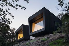 Blackened wood cabins form minimal Quebec chalet by Naturehumaine. La Binocle nicknamed Crowhill Cabin is currently available on Airbnb. Cabin Design, House Design, Wood Cladding Exterior, Timber Cabin, Wood Cabins, Glass Facades, Cabins In The Woods, House And Home Magazine, Modern Minimalist