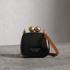 A metal frame clutch bag, a style defined by an oversized kiss-lock clasp. Made in Italy from smooth calf leather, the diminutive design features our signature check lining and a detachable contrast-coloured shoulder strap. Hermes Handbags, Burberry Handbags, Handbags On Sale, Luxury Handbags, Purses And Handbags, Leather Handbags, Leather Clutch, Leather Purses, Designer Handbags