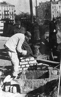 Jewish workers constructing the Warsaw ghetto walls in 1940 - Dachau KZ: Warsaw Concentration Camp Part 1