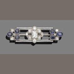 Art Decó Diamond, Amethyst, and Platinum Bar Pin
