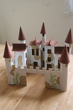 DIY cardboard castle made from TP rolls, old boxes, etc. Picture tutorial (though the tutorial is in Hungarian) Kids Crafts, Projects For Kids, Diy For Kids, Diy And Crafts, Craft Projects, Arts And Crafts, Cardboard Castle, Cardboard Crafts, Toilet Paper Roll Crafts