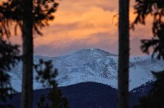 Same #scenery different #sunset.  #winterparklife #playwinterpark  #colorado #coloradosunset #winterparkcolorado #grandcounty #instasunset #coloradolive #coloradotography #gogrand #sunsetlovers #sunsetlove #skylovers #sunsets #sunsetsniper #skitown