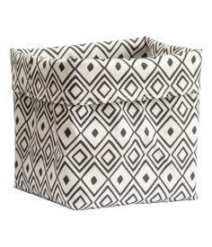 Storage basket in thick cotton fabric with a printed pattern. Size 6 1/4 x 6 1/4 x 8 1/4 in.