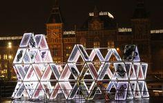 Amsterdam Light Festival: House of Cards - Station Amsterdam Centraal. - Blog Daisy: http://daisypioneer.reis-blogs.nl/2014/11/29/amsterdam-light-festival-lichtpuntjes-tijdens-de-donkere-dagen/