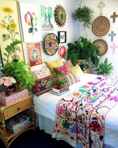 7 Top Bohemian Style Decor Tips with Adorable Interior Ideas, Bedroom decor, Bohemian Interior Design, Bohemian Bedroom Decor, Bohemian Style Bedrooms, Hippie Home Decor, Boho Room, Boho Decor, Trendy Bedroom, Boho Theme, Modern Bedroom