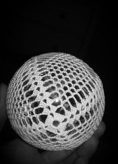 Best 12 Set of 2 Christmas balls ornament White crochet baubles image 8 – SkillOfKing. Crochet Doily Rug, Crochet Ball, Easter Crochet, Thread Crochet, Crochet Flowers, Crochet Hooks, Crochet Christmas Ornaments, Burlap Christmas, Ball Ornaments