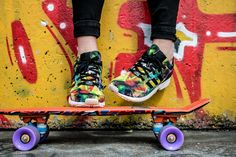 Girl Next Door Fashion. Keys To Finding The Best Sneakers For Women. Are you shopping for the best sneakers for women? Ankle Sneakers, Cheap Sneakers, Best Sneakers, Slip On Sneakers, Teen Images, Teen Pictures, E Skate, Skate Shoes, Teen Wallpaper