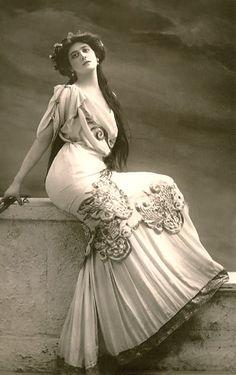 Portrait of woman, ca 1900