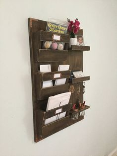 Large Mail Organizer and Key Holder Internal Wooden Doors, Wood Doors, Hanging Mail Organizer, Palette Deco, Indoor Barn Doors, Diy Pallet Projects, Pallet Ideas, Wood Projects, Wall Organization