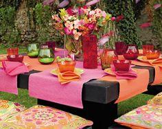 Table à l'indienne    http://deco.journaldesfemmes.com/art-de-la-table/et-si-on-dejeunait-dehors/image/sia-deco-arts-de-la-table-909119.jpg%3F1330967670