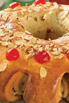 Three King's Cake (Rosca de Reyes or Rosc& de Reyes) Recipe Mardi Gras, Bread Recipes, Cake Recipes, Flour Recipes, Donut Recipes, Dessert Recipes, Look And Cook, Candied Orange Peel, Candied Fruit