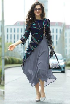 Georgette kurti designs makes a light fashion statement with bold looks. Here are the 15 latest and stylish georgette kurtis or kurta designs for women. Stylish Dresses, Casual Dresses, Fashion Dresses, Stylish Clothes, Kurti Neck Designs, Blouse Designs, Dress Designs, Latest Kurti Designs, Kurti Patterns Latest