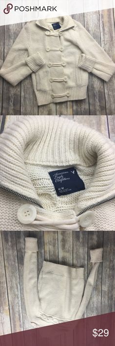 🎈 American Eagle Outfitters Knit Sweater Off white Knit zip up and button up sweater. In excellent used condition. Size medium. 24 inches long. 17 inches arm pit to arm pit. Pockets on sides. 29 inch sleeves not including rolled up sleeve. American Eagle Outfitters Sweaters