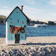 Driftwood driftwoodart Driftwood Art, Little Houses, Bird, Outdoor Decor, Home Decor, Wood, Tiny Houses, Decoration Home, Small Homes