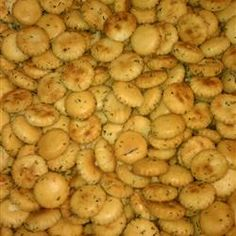 No-bake version: Seasoned Oyster Crackers (been looking for this). Appetizer Dips, Yummy Appetizers, Yummy Snacks, Appetizer Recipes, Yummy Food, Seasoned Oyster Crackers, Ranch Oyster Crackers, Snack Mix Recipes, Cooking Recipes