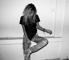 Hot or not: Jeans met wel héle grote gaten >> HOT