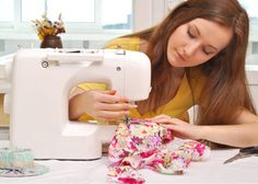 Learn to Use a Sewing Machine. A sewing class for beginners designed to leave you feeling confident using your sewing machine. Sewing Class, Sewing Tools, Sewing Basics, Sewing For Beginners, Sewing To Sell, Love Sewing, Hand Sewing, Learn Sewing, Sewing Diy