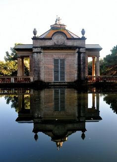 Parc del Laberint d Horta, Barcelona Spanish Architecture, Beautiful Architecture, Beautiful Buildings, Arts Barcelona, Barcelona Catalonia, The Places Youll Go, Places To Go, Water Reflections, Outdoor Photos
