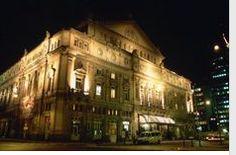 Éste es el Teatro Colón de Beuns Aires. Es muy famoso y elegante para los ricos.