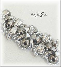 Me revoilà dans les perles Beaucoup moins de temps mais toujours pleins d'idées Avec les nouvelles perles Crescent et les Cabochons de...